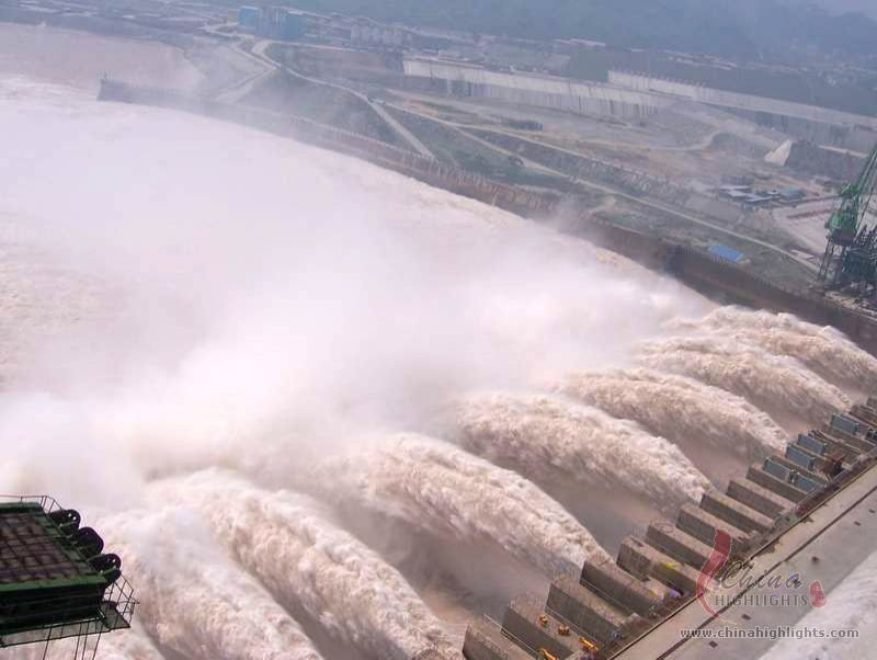 the three gorges dam on the yangtze river in china Three gorges dam is the largest hydroelectric complex in the world, like the great wall crossing china's yangtze river it is located in china's rural heartland on the third largest river in the world, the yangtze.